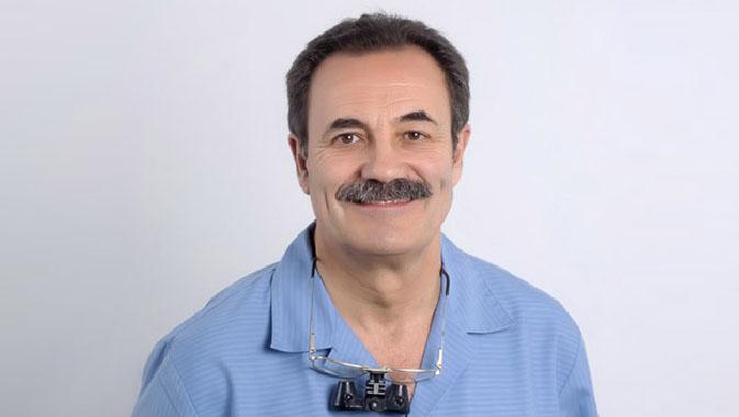 Doctor-Manuel-Calderon_-Odontologia-especializada-Sevilla