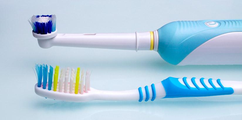 La eterna duda: ¿cepillo de dientes manual o eléctrico?