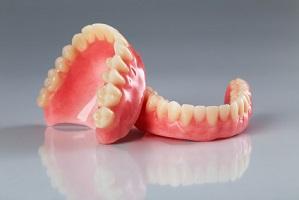 Prótesis dentales removibles.